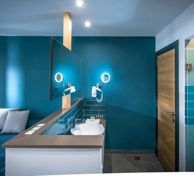 Infinity blue boutique hotel bath room