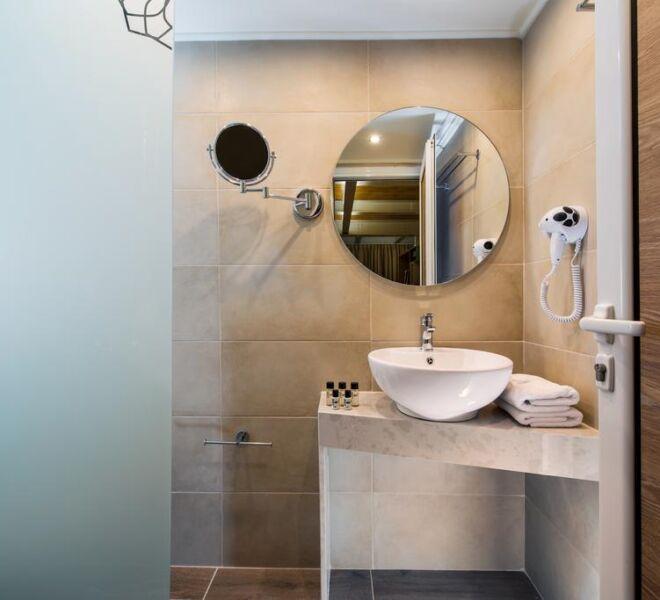 infinity city boutique hotel bathroom