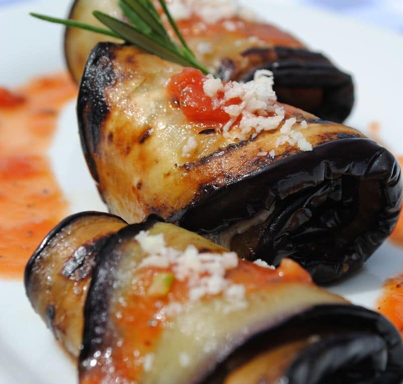 Tasty rolled aubergine recipe with bacon and cheese