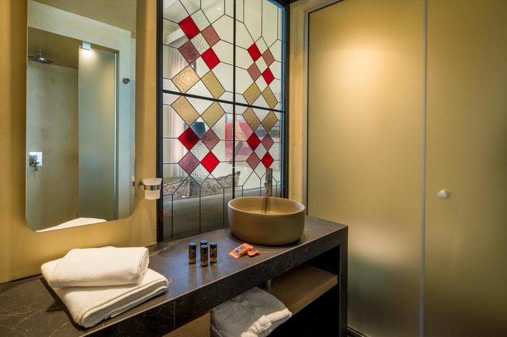 contessa boutique hotel bathroom