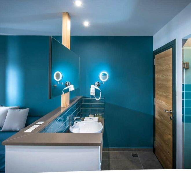 Infinity blue boutique hotel bath room
