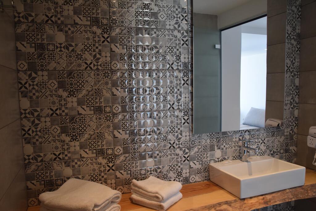 meliti hotel bathroom