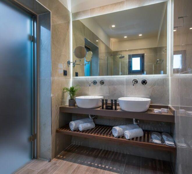 Metropole urban hotel bathroom